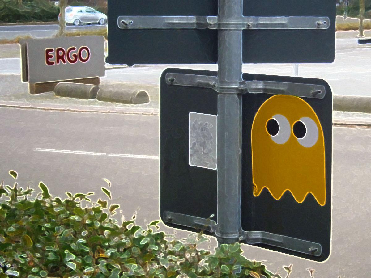 Pac Man Monster (Klebefolie auf der Rückseite eines Straßenschilds)