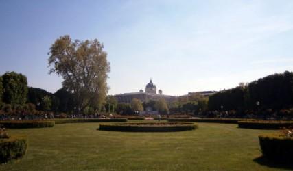 Volksgarten mit Blick auf die Hofburg, Wien