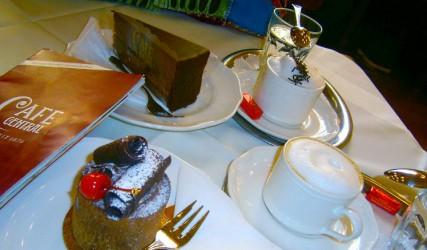 Sachertorte und Schwarzwälder Torte, Cafe Central, Wien