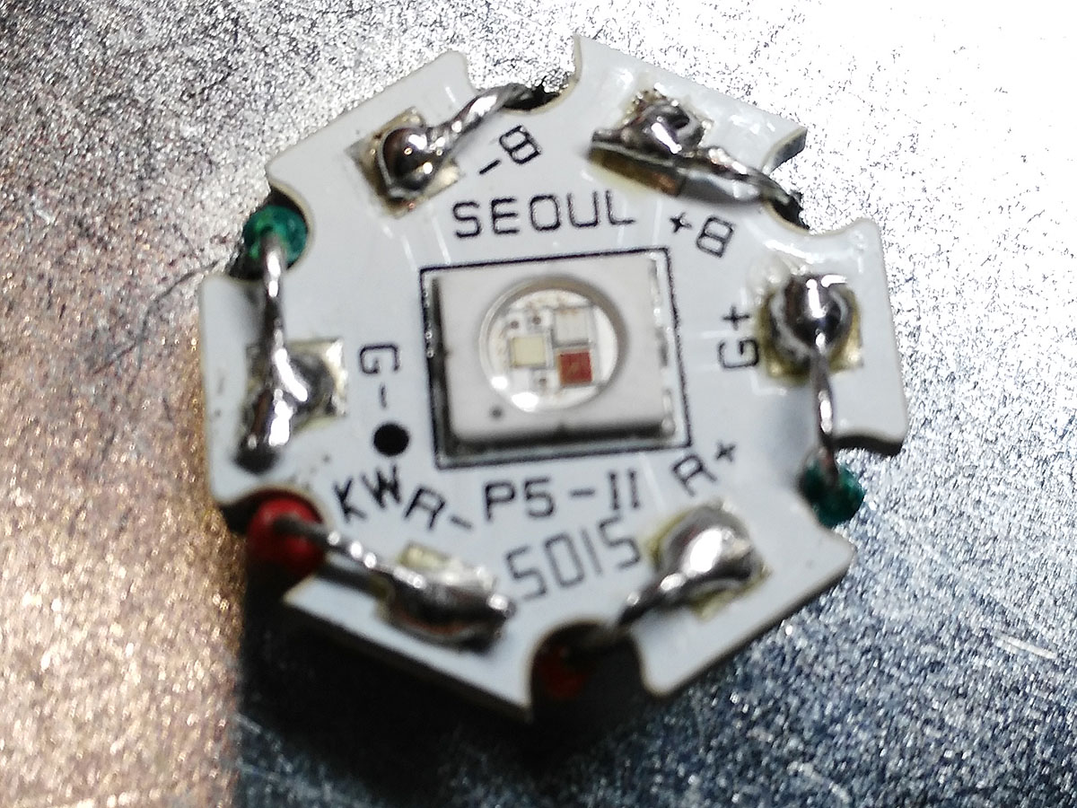 Hochleistungs-LED an zwei RGB-Kabel anlöten