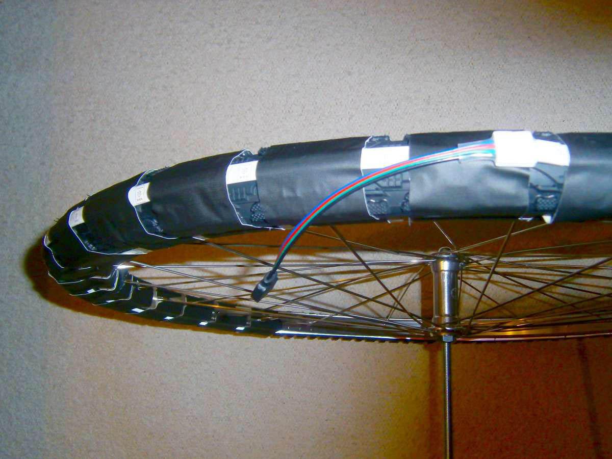 LED-Strip mit Isolierband abkleben
