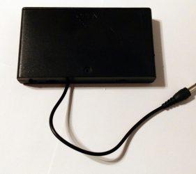 Batteriehalter für 8 Mignon-Batterien (AA) mit DC-Kabel