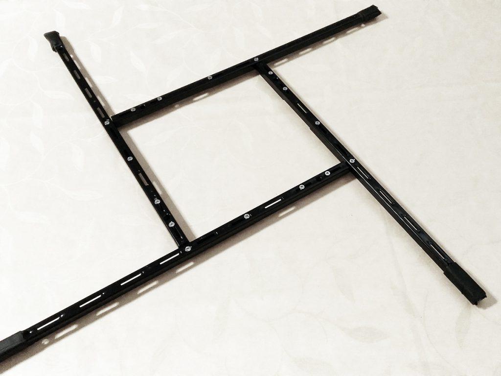 Rahmen aus den Wandschienen und den Winkeln zusammen bauen